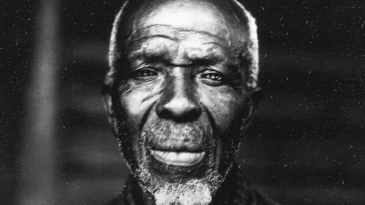 Cudjo Lewis, ursprünglich Oluale Kossola, 1927 als 86-Jähriger. Er war 1859 in Afrika geraubt und als Sklave in den USA verkauft worden.