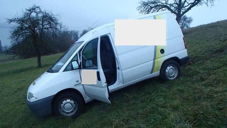 Der Lieferwagen erleidet einen Totalschaden.