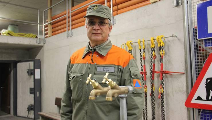 Werkdienstmeister Roger Brogli mit neuer Wasserverteilstation