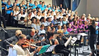 Der Kirchenchor Kestenholz im November 2014 bei einem Auftritt mit anderen Chören.