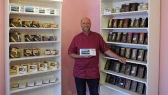 Im neuen Laden bietet Markus Duss hausgemachte Schokolade-Spezialitäten, etwa in Form des Laufenburger Löwens: ein perfektes Souvenir.