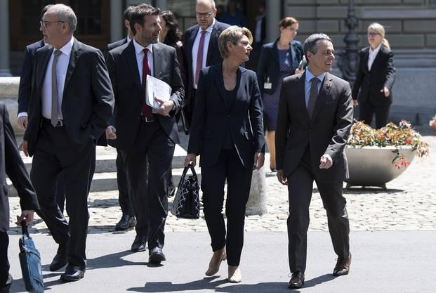 Chef-Unterhändler und Staatssekretär Roberto Balzaretti (mit Bart) mit den drei Bundesräten Parmelin, Keller-Sutter und Cassis.