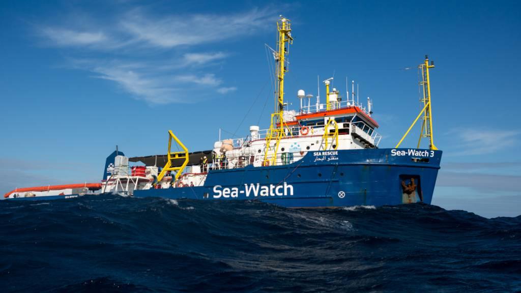 ARCHIV - Das deutsche Flüchtlings-Rettungsschiff «Sea-Watch 3» auf See. Foto: Fabian Melber/Sea-Watch.org/dpa - ACHTUNG: Nur zur redaktionellen Verwendung und nur mit vollständiger Nennung des vorstehenden Credits