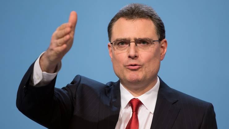SNB-Präsident Thomas Jordan: Die SNB hält am Euro-Mindestkurs von 1,20 Franken unverändert fest. Entsprechend bleibt der Leitzins bei 0 bis 0,25 Prozent.