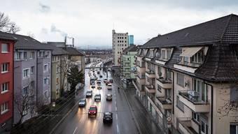 Täglich fahren 56'000 Autos und Lastwagen durch die Rosengartenstrasse im Zürcher Quartier Wipkingen.