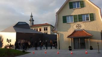 Bürener Kirche lud Behörden zur Besichtigung der Neubauten ein