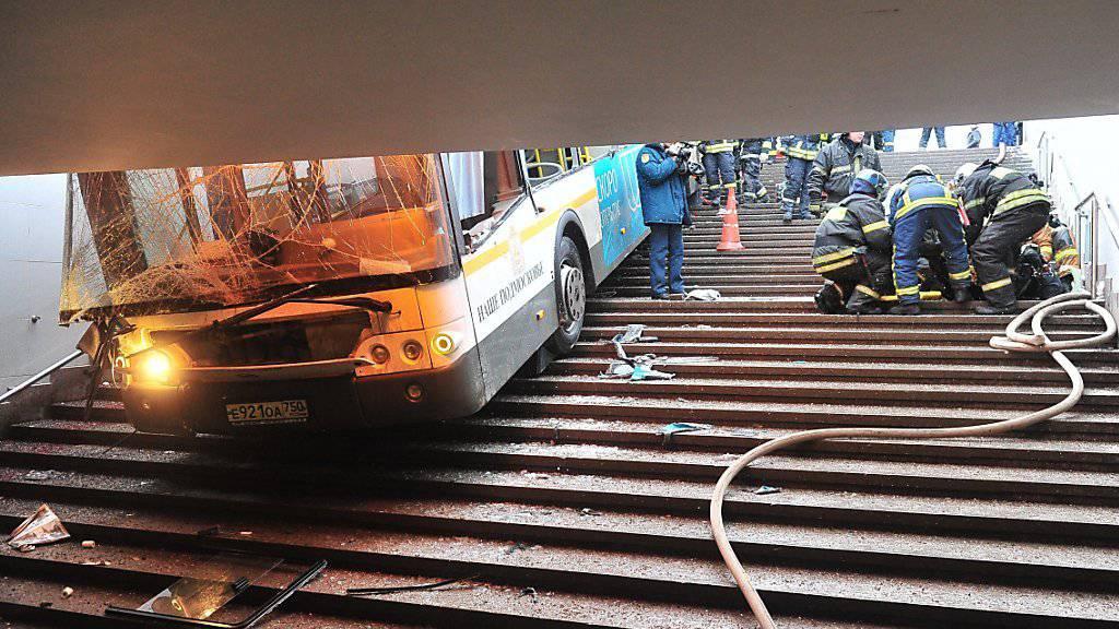Kein Terroranschlag, sondern ein Unfall - das sagt die Moskauer Polizei über die tödliche Busfahrt im Westen der russischen Hauptstadt am Weihnachtstag.