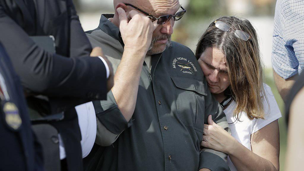 26 leere Stühle: Pastor Frank Pomeroy und seine Frau gedenken der Opfer des Anschlags auf ihre Kirchengemeinde.
