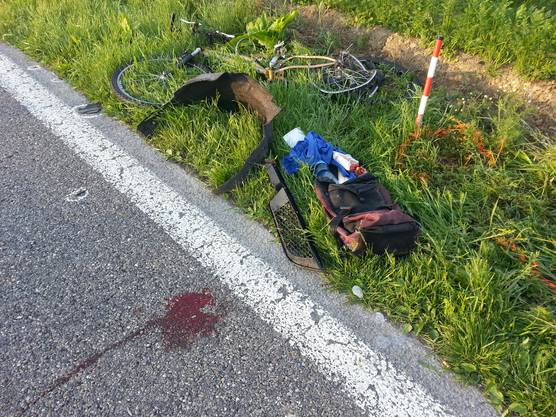 Der Velofahrer verstarb noch auf der Unfallstelle.