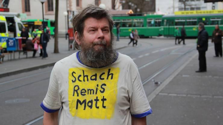 André mit seinen provozierenden oder nachdenklich stimmenden T-Shirts.
