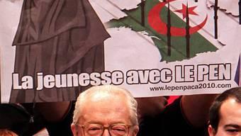 Gericht verbietet das Plakat der Partei Front National