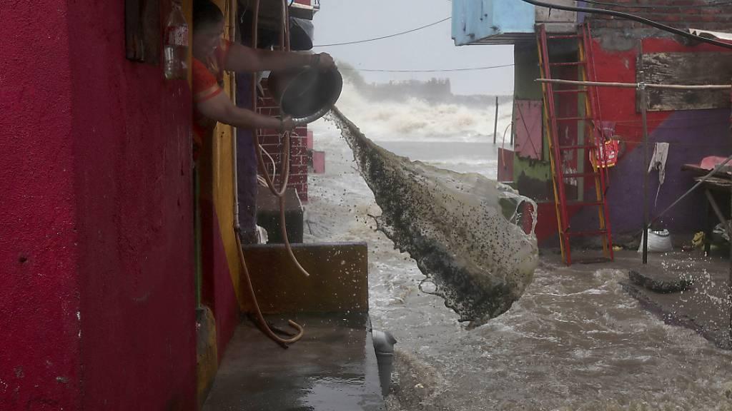Mehr als 700 Menschen und viele Tiere sterben bei Monsun