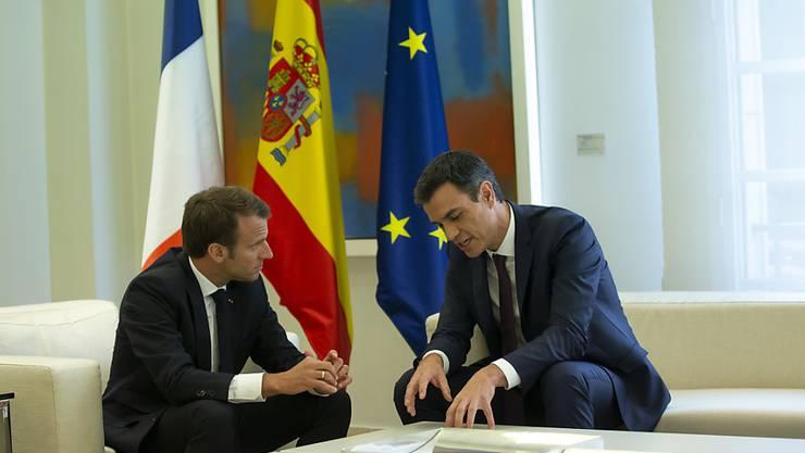 Der spanische Ministerpräsident Sánchez hat am Donnerstag den französischen Präsidenten Macron empfangen. Die beiden wollen in der Flüchtlings- und Migrationspolitik mit afrikanischen Staaten zusammenarbeiten.