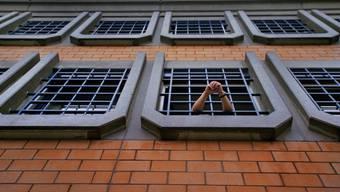 Ein Häftling in der Strafanstalt Pöschwies in Regensdorf bei Zürich. (Symbolbild)