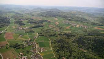 Die Bözberger Siedlungsgebiete Hafen, Ursprung und Oberbözberg sind leicht auszumachen. (Bild: Peter Belart)