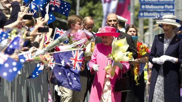 Die Queen wird in Melbourne herzlich begrüsst