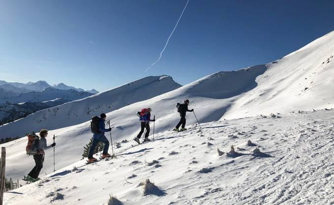 Eine Skitour ist sowohl ein Schnee- als auch ein Gruppenerlebnis.
