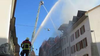 Zur Bekämpfung des Brandes in der Aarauer Altstadt wurden auch Feuerwehren aus benachbarten Gemeinden zugezogen.