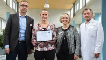 Simone Gafner (2. v. l.) nahm den mit 5000 Franken dotierten Forschungspreis stellvertretend für ihr Forschungsteam entgegen. Horatio Gollin