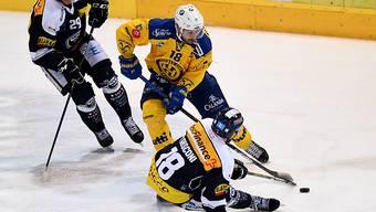Trotz eines Treffers gegen seinen Ex-Klub muss Inti Pestoni mit Davos in Ambri als Verlierer vom Eis