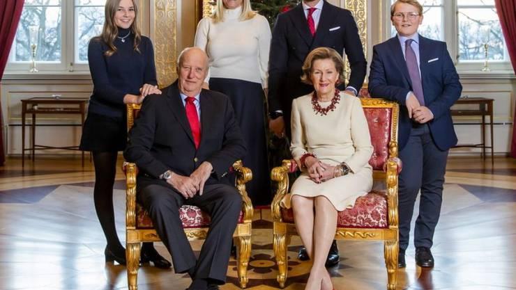 Prinzessin Ingrid Alexandra (links), hier am 14. Dezember 2018 bei einem Fototermin mit der norwegischen Königsfamilie, feiert im Januar 2019 den 15. Geburtstag. (Archiv)