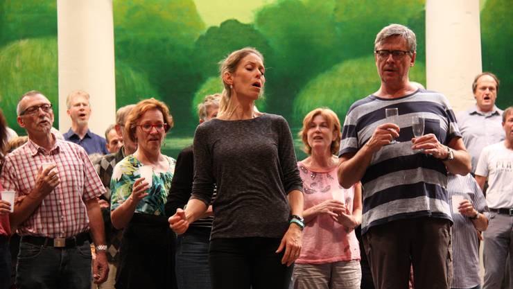 Die Solisten Andrea Hofstetter (Gräfin Mariza) und Niklaus Rüegg (Fürst Populescu)proben gemeinsam mit dem Chor.