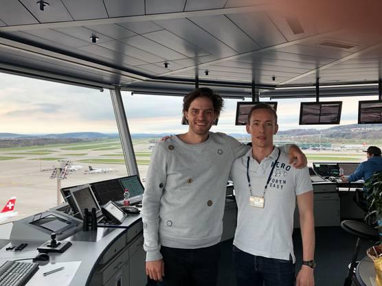 Maximilian schafft es bis in den Tower vom Flughafen.