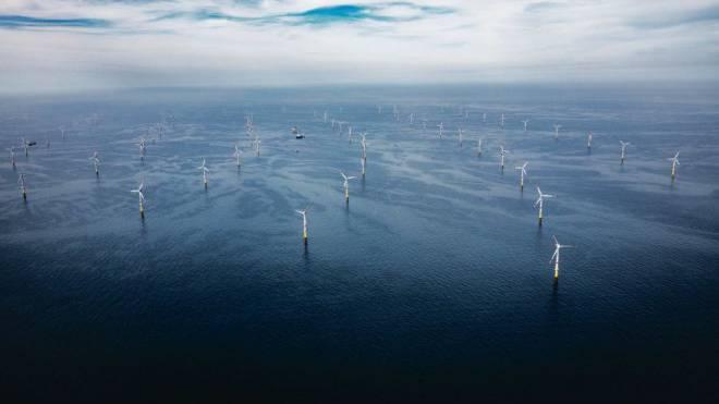 Mit 80 Windrädern produziert das Kraftwerk GT1 mitten in der Nordsee Strom. Foto: Global Tech