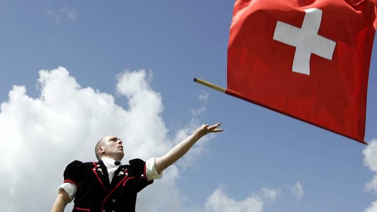 Wie sind wir Schweizer wirklich? Konservativ oder unkonventionell? Langweilig oder trinkfest? Oder ein bisschen von allem?