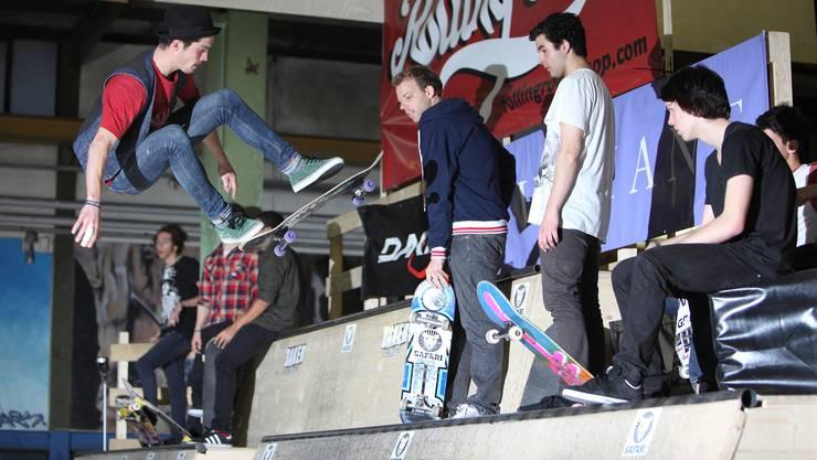 Die Skateboard-Elite zeigte den Zuschauern im Rolling-Rock waghalsige Sprünge, spektakuläre Tricks und einige schmerzhafte Stürze