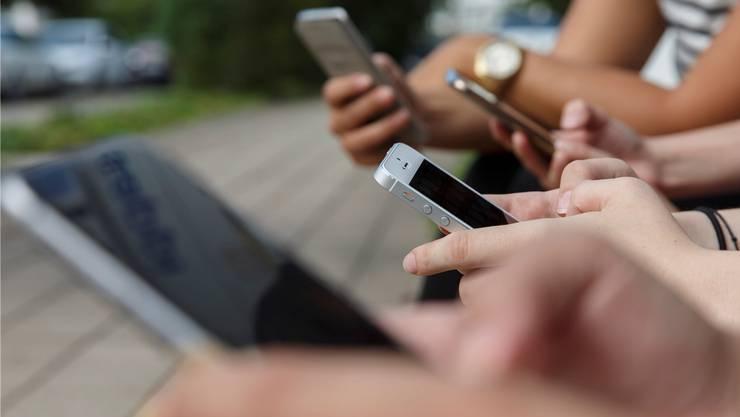 Allgegenwärtig – nur politisch teilhaben lässt sich auf Touchscreens nicht. Zumindest noch nicht: Die Basler Regierung will E-Collecting für Initiativen und Referenden ermöglichen.