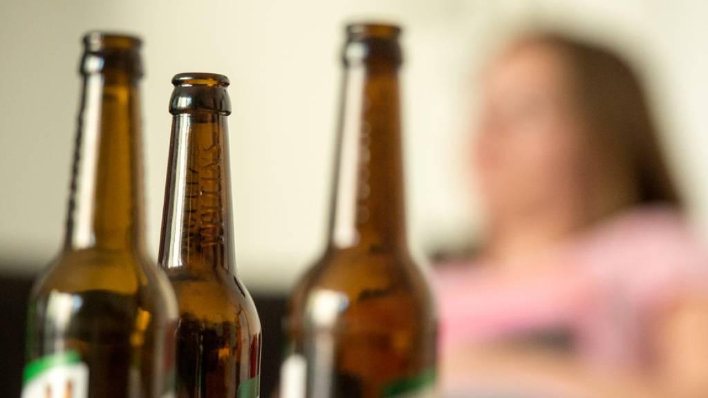 Eine britische Studie hat nachgewiesen, dass gesundheitsschädliches Verhalten unter dem Strich in Grossbritannien während dem Lockdown zugenommen hat. (Symbolbild)