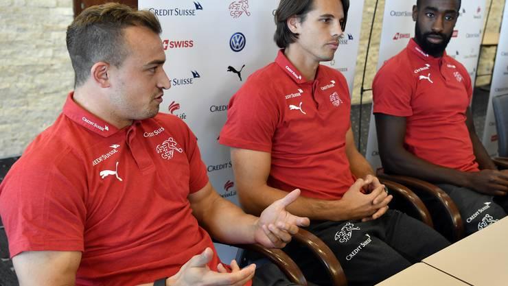 Die Schweizer Nati an der Pressekonferenz.