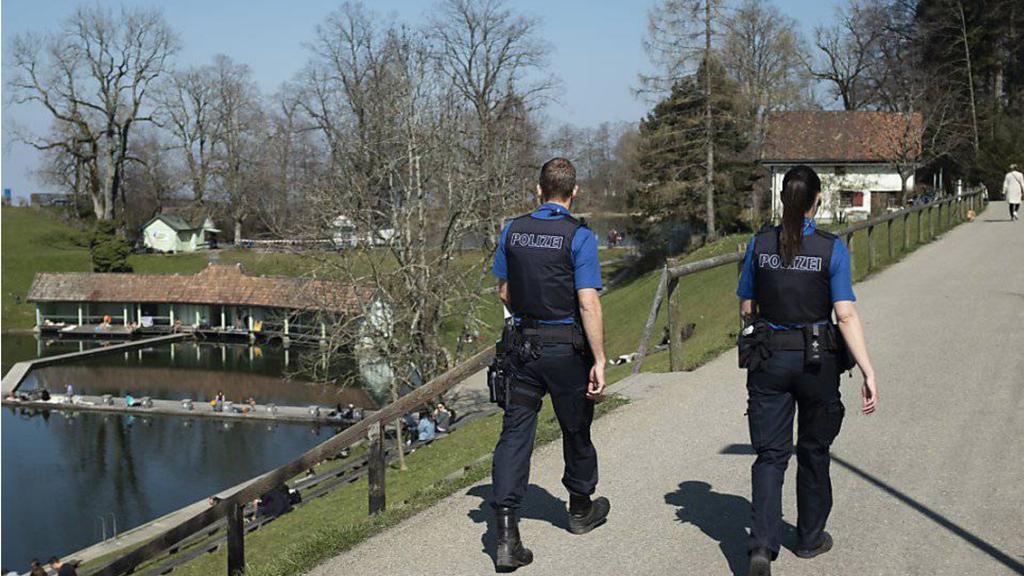 Wegen Corona-Regeln: St.Galler Polizei über 100 Mal ausgerückt
