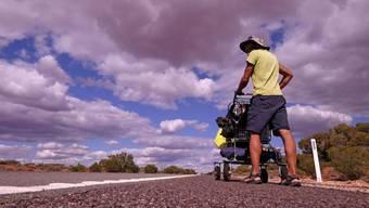Solothurner wandert mit Einkaufswagen durch Australien