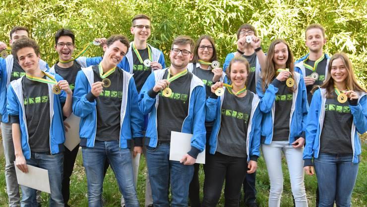 Die stolzen Finalistinnen und Finalisten der diesjährigen Schweizer Biologie-Olympiade.