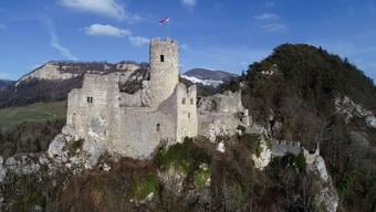Um den Fels unterhalb des Westturms (links) der Ruine Neu Falkenstein in Balsthal zu sichern, muss der Kanton Solothurn bis zu 80 000 Franken ausgeben.