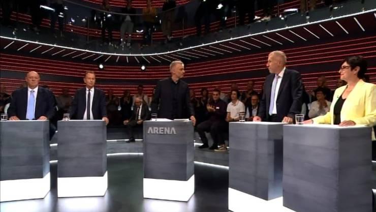 Moderator Sandro Brotz (dritter von links) lud kurz vor den Wahlen zur Nostalgie-Arena.