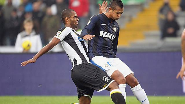 Udineses Naldo (l.) gegen Inters Fredy Guarin