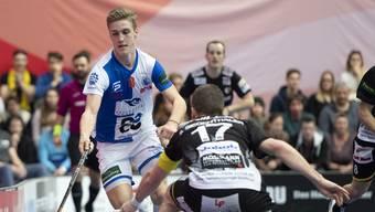 Der Captain der U19, Moritz Mock (l.). Hier in Aktion beim Unihockey-Cupfinalspiel zwischen Tigers Langnau und GC 2019 in Bern.