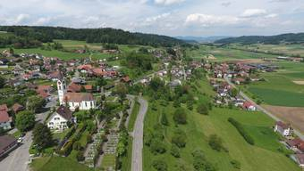 Reitnau aus der Luft, aufgenommen im Sommer 2016. Flugaufnahme Attelwil und Reitnau
