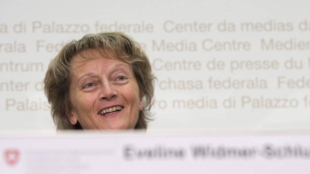 Die Zeit des Herumsitzens und Politisierens ist vorbei: Bei Eveline Widmer-Schlumpf und ihren Enkeln geht es actionreich zu und her (Archiv)