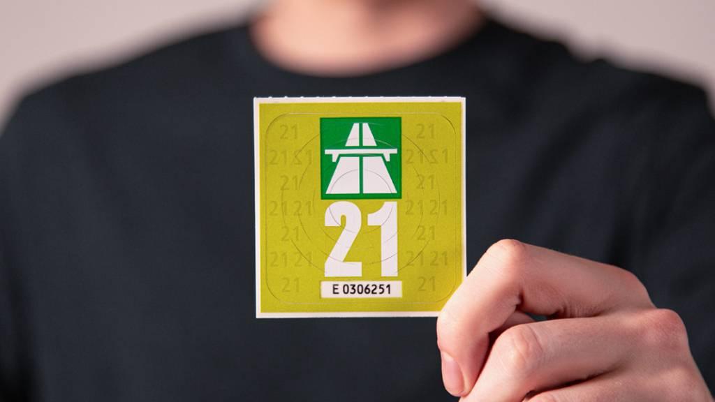 Ab Dienstag erhältlich: Autobahnvignette 2021 ist grün
