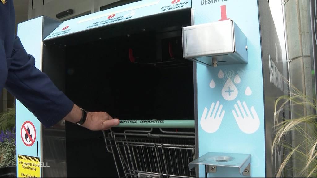 Safer Shopping: In Muhen desinfiziert ein Automat Einkaufskörbe und ganze Wagen