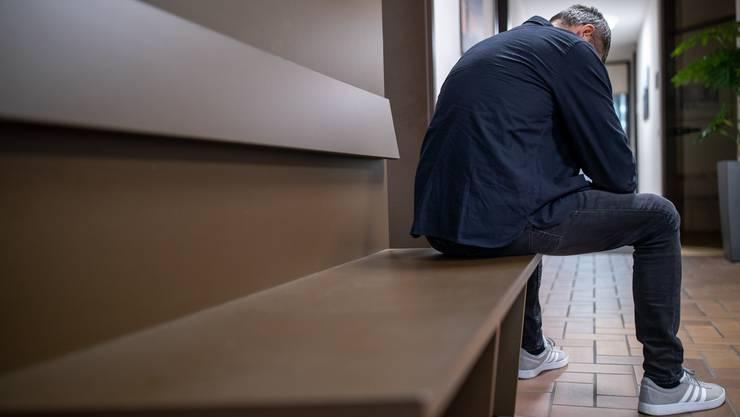 Weit weniger Männer als Frauen nehmen Hilfe von Opferberatungen in Anspruch. (Symbolbild)