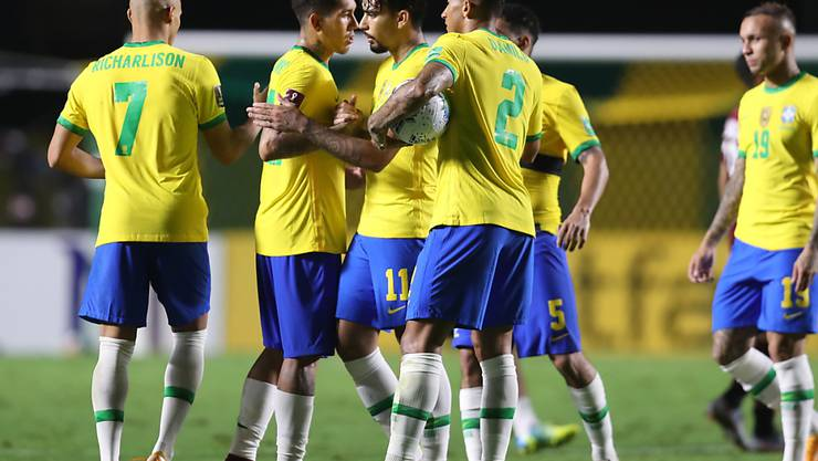 Die brasilianischen Spieler freuen sich über das einzige Tor gegen Venezuela