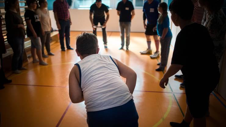 Kinder nehmen an einem Programm gegen Übergewicht am Kinderspital in St. Gallen teil. Schweizer Kinder bewegen sich viel zu wenig.