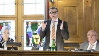Finanzdirektor Ernst Stocker (SVP) will im Hinblick auf die Unternehmenssteuerreform Handlungsspielraum zur Entlastung von Firmen wahren