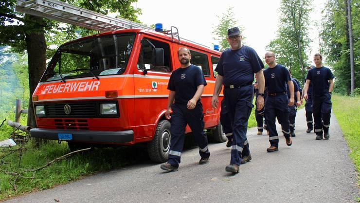 Jedes Jahr treffen sich die Aargauer Feuerwehren für einen gemeinsamen Marsch. Die 47. Ausgabe wird jetzt aber wegen dem Corona-Virus um ein Jahr verschoben. (Archiv)