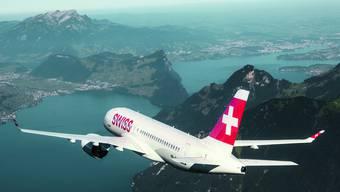 Die Bombardier CS100 (hier über dem Vierwaldstättersee) wird von der Swiss auf der Linie Zürich-Genf eingesetzt.